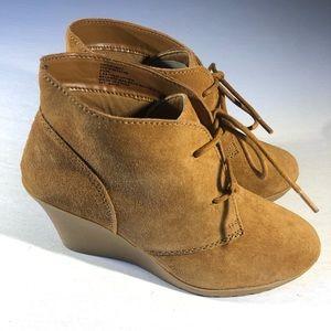 White Mountain Suede Wedge Boots NIB 8.5 Chestnut